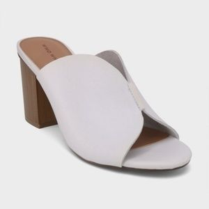 NWT White heeled sandal